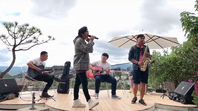 loi-bai-hat-yeu-khong-hoi-tiec