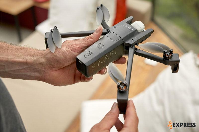 parrot-anafi-flycam-drone-duoc-ua-chuong-35express