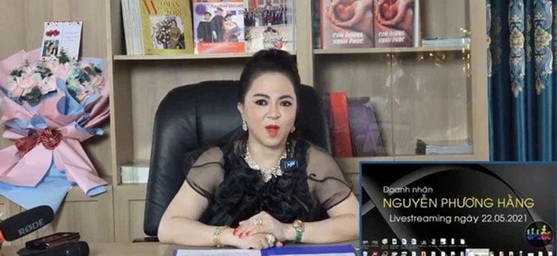 ekip-phia-sau-nhung-man-livestream-boc-phot-cua-ba-phuong-hang-1-35express