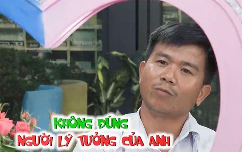 nguoi-dan-ong-u40-doi-bo-ve-giua-show-hen-ho-khien-khan-gia-buc-xuc-3-35express