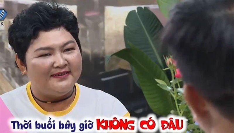nguoi-dan-ong-u40-doi-bo-ve-giua-show-hen-ho-khien-khan-gia-buc-xuc-4-35express